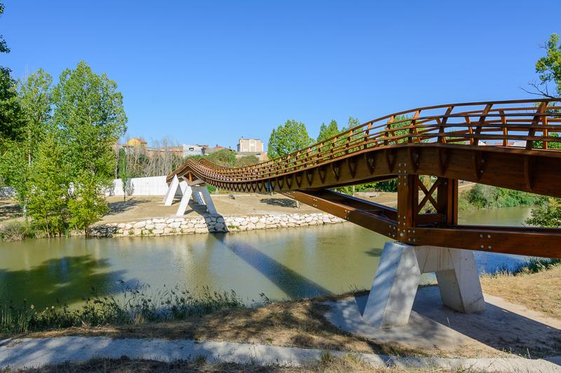 Peñafiel: Pasarela de acceso a Pesquera de Duero